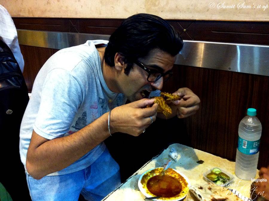 A very hungry patron @ Rajinder da Dhaba, Safderjung Enclave, New Delhi