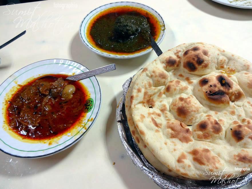 Kaleji Gurda, Palak Gosht & Fresh Khamiri Rotis