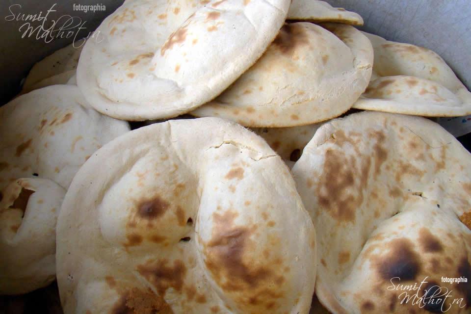 Fresh Khamiri Rotis at Sikar