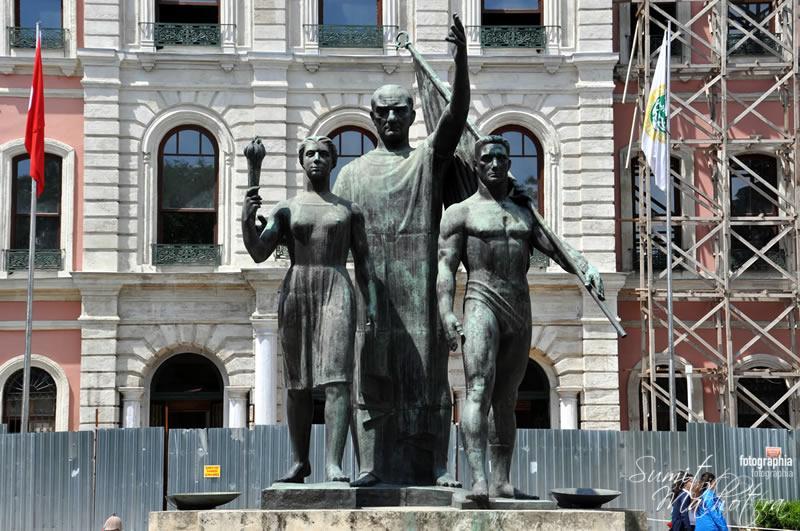 Ataturk's Statue, Istanbul University