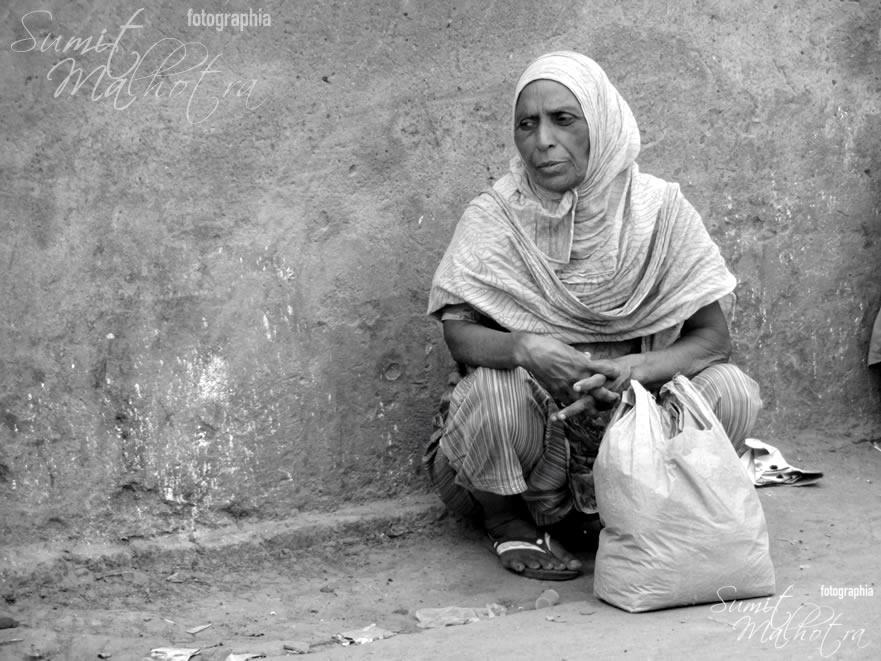 A Lady Waiting - Chandni Chowk Photowalk
