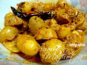 Dahi Wale Chatpate Aloo, Potatoes in Tangy Curd Gravy