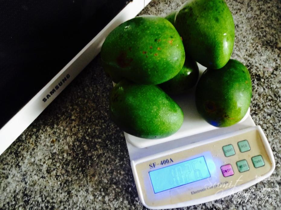 Take one kg of pickle mangoes