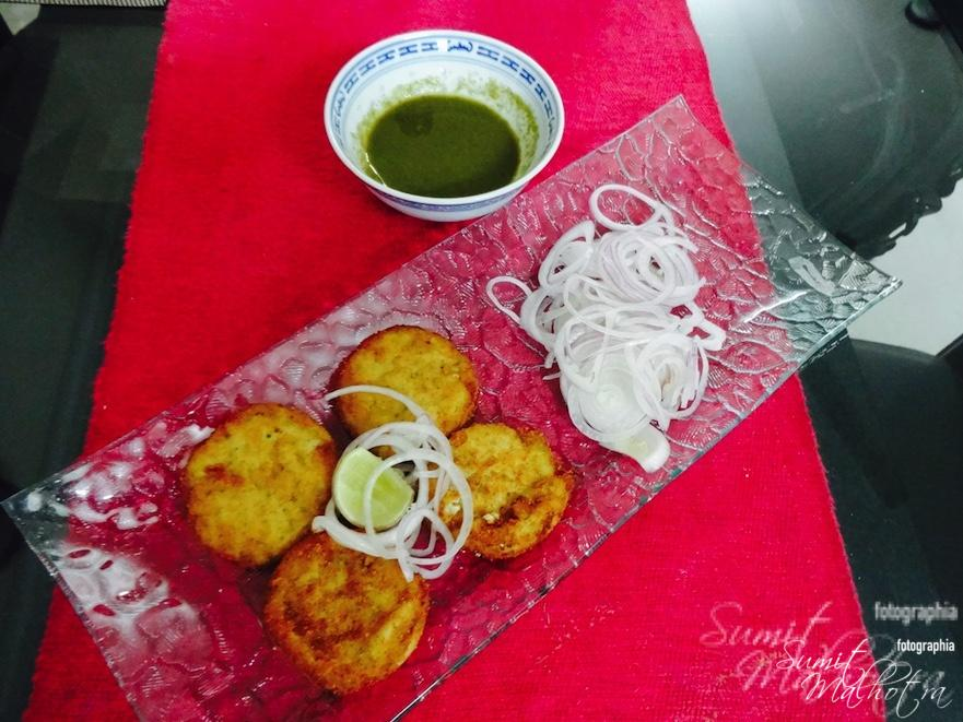 Serve dahi ke kebab or dahi kebab with some onion rings and green chutney