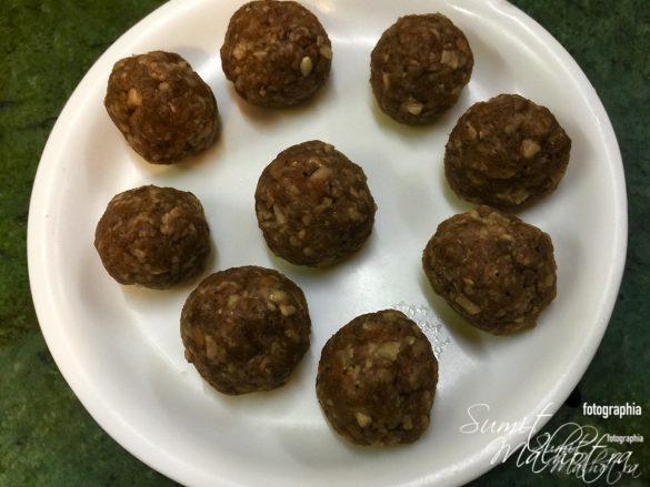 Make Chinese Pork Meatballs into Same Sized Balls