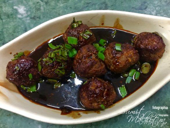 Place chinese pork meatballs in a serving dish