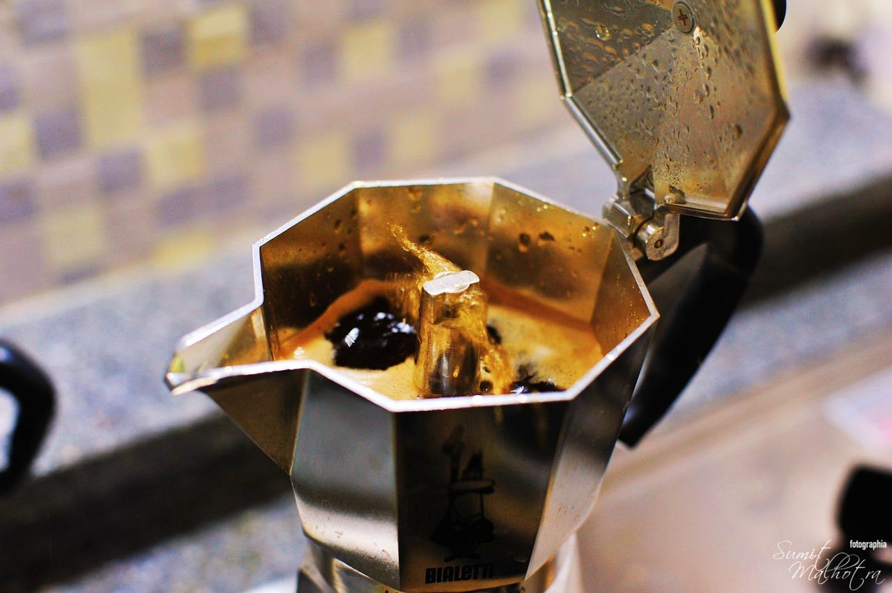 Cinnamon Coffee in Moka Pot