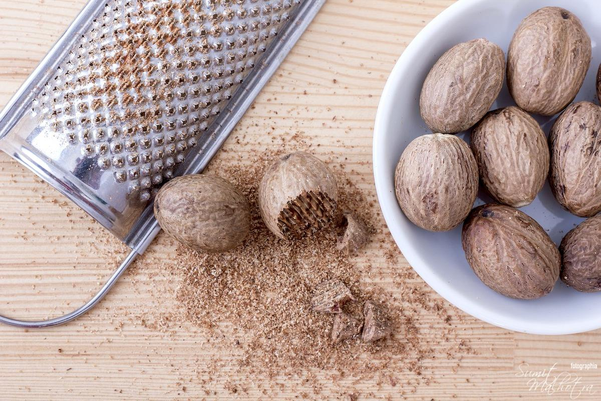 How to grate nutmeg into powder