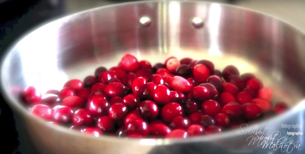 Take fresh cranberries in a saucepan for cranberry sauce