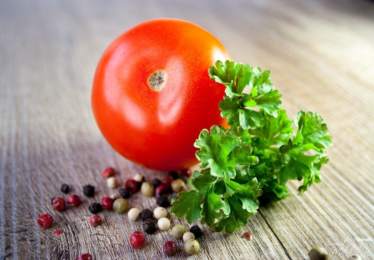 All About Parsley | Know Your Spice Ajmood (Petroselinum crispum) - Parsley & Tomato