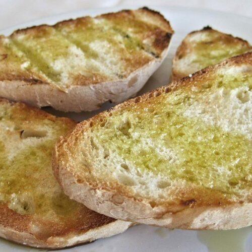 Pan con aceite y ajo recipe or hot bread with olive oil garlic recipe