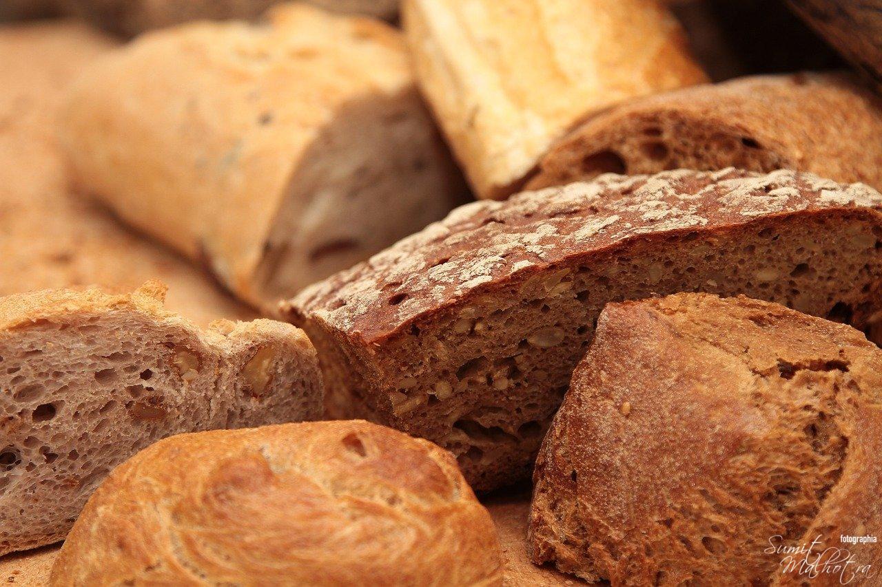 Spanish Bread, Pan con aceite y ajo, Hot bread with olive oil & garlic
